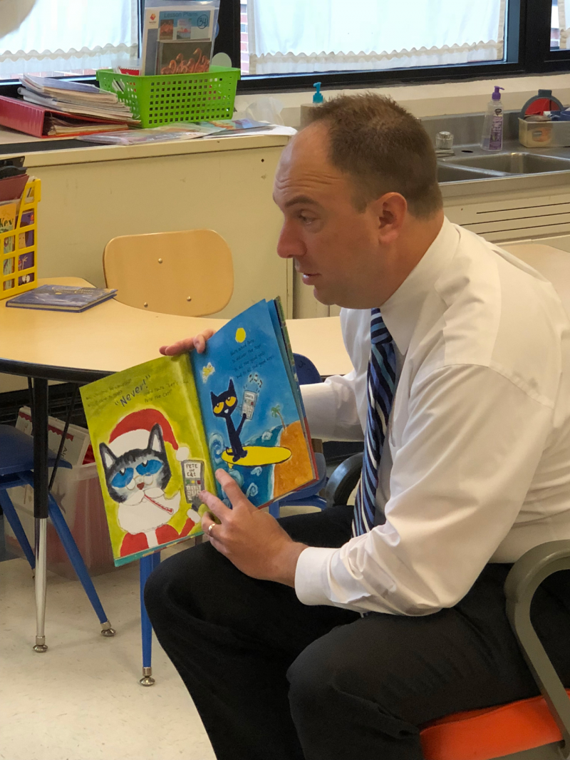 Art Fahrner reads to students at Eunice Smith Elementary.