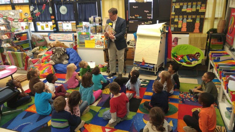 Steve Thompson reads to students at Lovejoy Elementary.